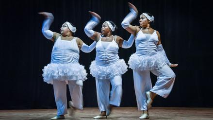 Mujeres con sobrepeso bailan 'El Lago de los Cisnes' en Cuba