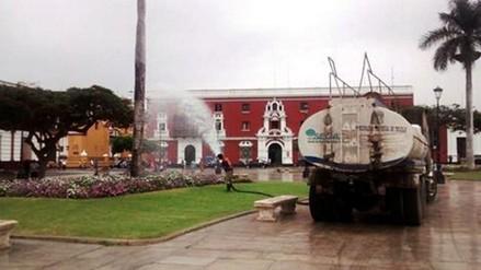 Trujillo: falta agua pero cisternas riegan jardines de plaza de armas