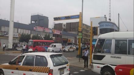 Surquillo: reportan semáforos inoperativos en avenida Angamos