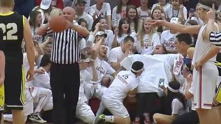 YouTube: hinchas distraen a basquetbolista simulando un parto