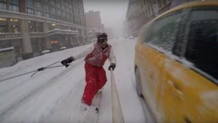 YouTube: Desafían al tráfico y practican snowboard tras tormenta de nieve