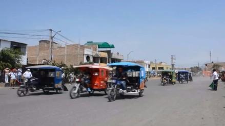Realizan peculiar carrera de mototaxis en La Esperanza