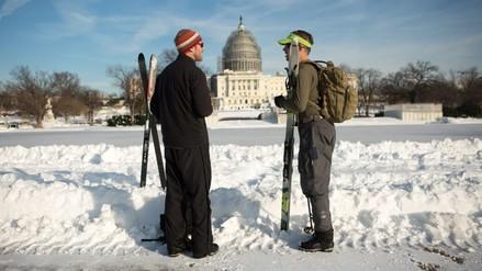 Washington se recupera poco a poco de la gran tormenta de nieve