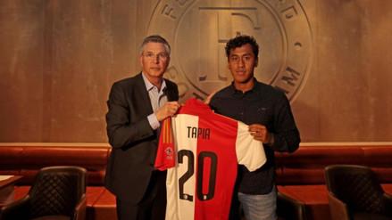 Feyenoord presentó a Renato Tapia como su nuevo jugador hasta el 2020