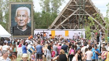 Miles de argentinos celebran próxima canonización de Brochero