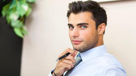 Los hombres atractivos tienen desventajas en el mundo laboral