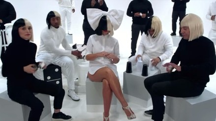 Natalie Portman sorprende vestida como Sia