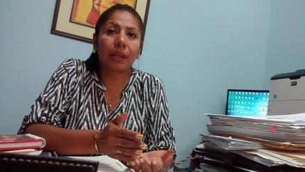 Detectan a directora de colegio con boletas de cobro de Apafa