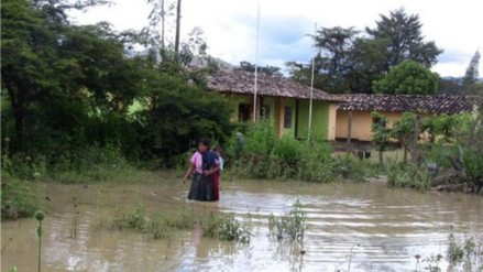 Oxapampa: tres distritos incomunicados por desborde del río Cacazú