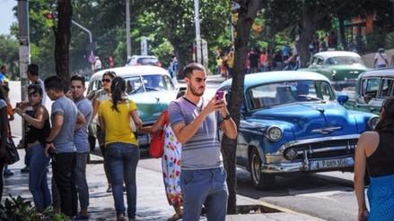 Cuba anuncia la apertura de más salas públicas de internet y zonas de wifi