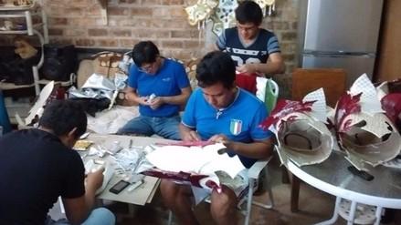 Cajamarquinos trabajan de madrugada para culminar trajes alegóricos de carnaval