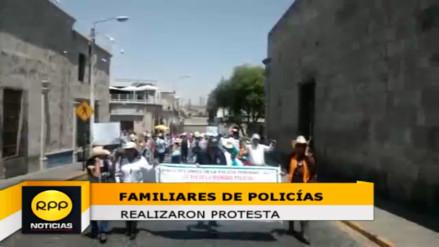 Familiares de policías realizaron protesta por paro