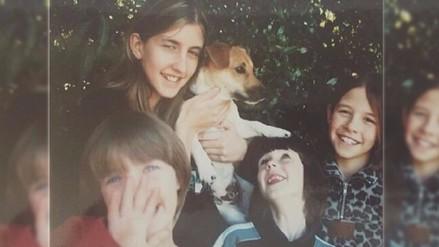 Hermanas recrean foto con perro de su infancia, antes de que fallezca