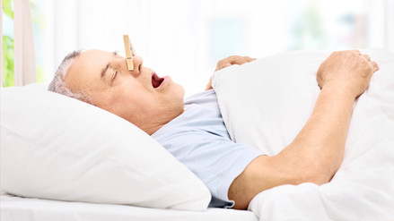 Respirar por la boca al dormir aumenta riesgo de tener caries, según estudio