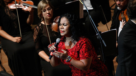 Eva Ayllón se lució en inicio de temporada de Orquesta Sinfónica Nacional