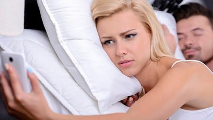 4 señales de que un hombre podría estar siendo infiel