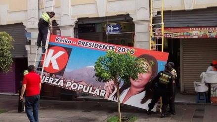 Carteles con propaganda electoral fueron retirados del Centro Histórico