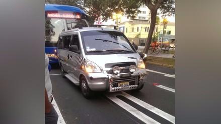 San Isidro: colectivo se estaciona en pleno paradero del corredor azul