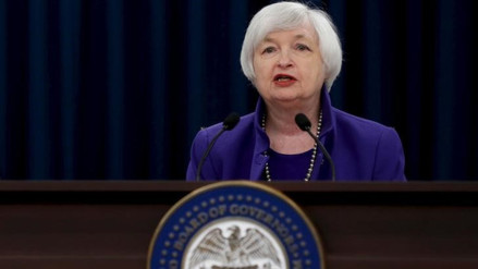 Yellen no renuncia a subir tasa clave del banco central de EE.UU.