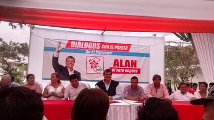 Alan García evita hablar de encuestas y da vacaciones a la Sunat