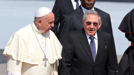 Papa y el patriarca ruso Kiril se abrazaron en encuentro histórico