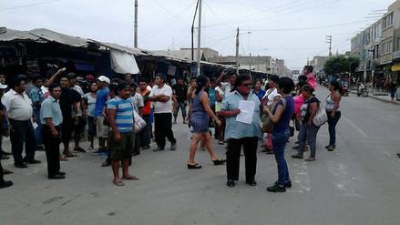 Ambulantes se resisten a desalojo del mercado Modelo y a reubicación
