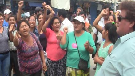 Ambulantes afirman que seguirán en calles aledañas a mercado modelo