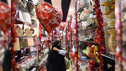 Presidente de Pakistán pide a los jóvenes no celebrar San Valentín