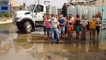 Regidores encabezaron protesta para rechazar aguas de desagüe estancadas en parque