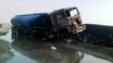 Huanchaco: camión cisterna se incendia entre maleza