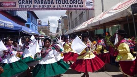 Juliaca: con retraso y desorden 38 agrupaciones participan de parada folklórica