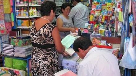 Inician venta de útiles escolares en el mercado Modelo de Chiclayo