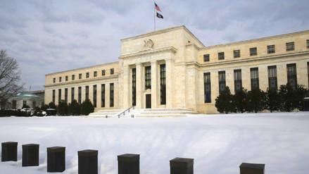 Fed discute modificar el ritmo de alzas de tasas de interés