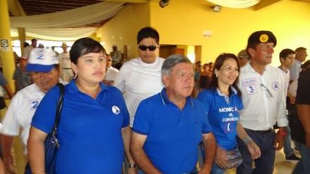 Candidato César Acuña se reunió con jóvenes en Ica