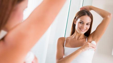 La mejor hora del día para echarse desodorante es en la noche