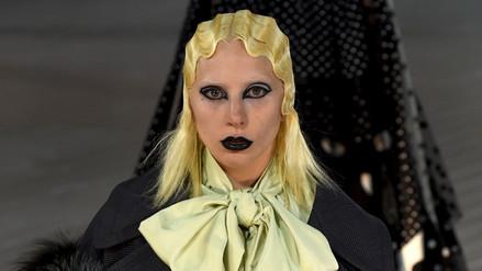 Lady Gaga sorprende como modelo de pasarela en Nueva York