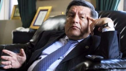 """Científicos a Acuña: """"No eres el único peruano con el grado de doctor firmado por el rey"""