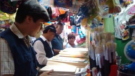 Chiclayo: inmovilizan gran cantidad de útiles escolares en mercado Modelo