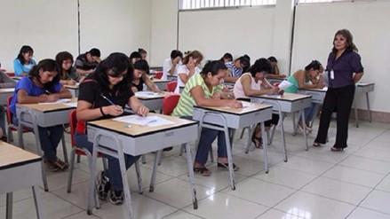 """Gerente regional de Educación llama a docentes para no dejarse """"estafar"""""""