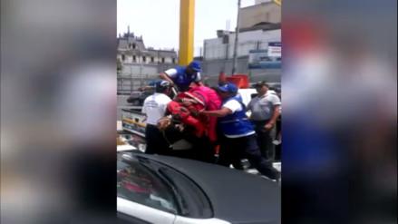 Ambulante disfrazado es agredido por agentes de la Municipalidad de Lima