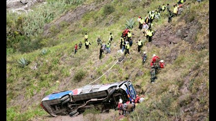 Rescatan los cuerpos de las víctimas de accidente en Pallasca