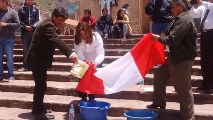Ex simpatizantes de Fuerza Popular protestan con lavado de bandera