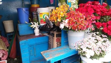 Huancayo: flores escasean en centros de abastos por bloqueo