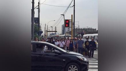 Semáforos inoperativos alteran el tránsito en diversos puntos de Lima