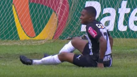 YouTube: Robinho perdió un gol para Atlético Mineiro a lo Wilmer Aguirre