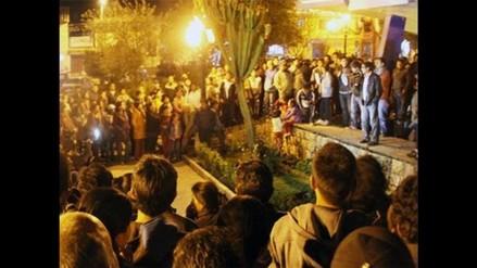 Simpatizantes de Acuña realizan vigilia en la plaza de armas de Cajamarca