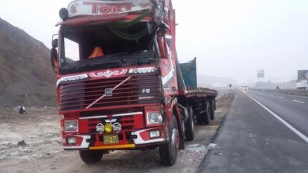 Panamericana Sur: camión se volcó y dejo dos personas heridas
