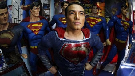 Filipino se somete a 26 cirugías para parecerse a Superman