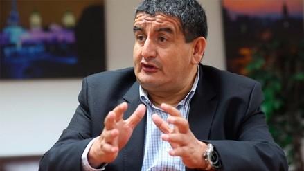Autora colombiana acusa de plagio a Humberto Acuña