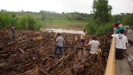 Moyobamba: puente vehicular en riesgo tras desborde del río Indoche